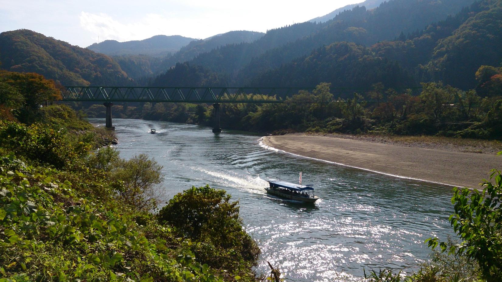 ฟุนาคุดาริ เส้นอะบุคุม่า (เดินทางไปตามทางปลายน้ำโดยเรือ)