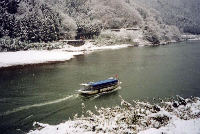 阿武隈ライン舟下り「こたつ舟」