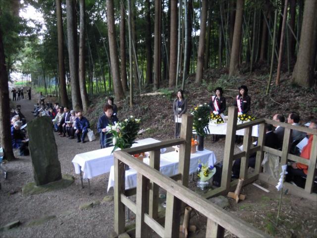 후지와라노사네카타 조신 묘전 헌영회