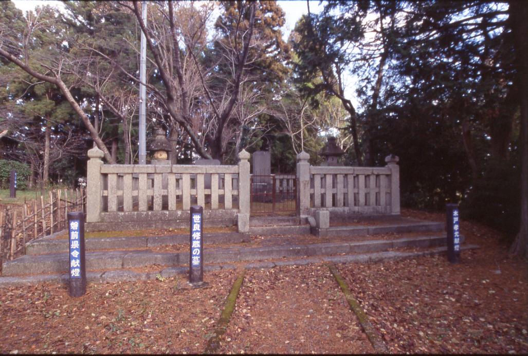 世良修蔵之墓